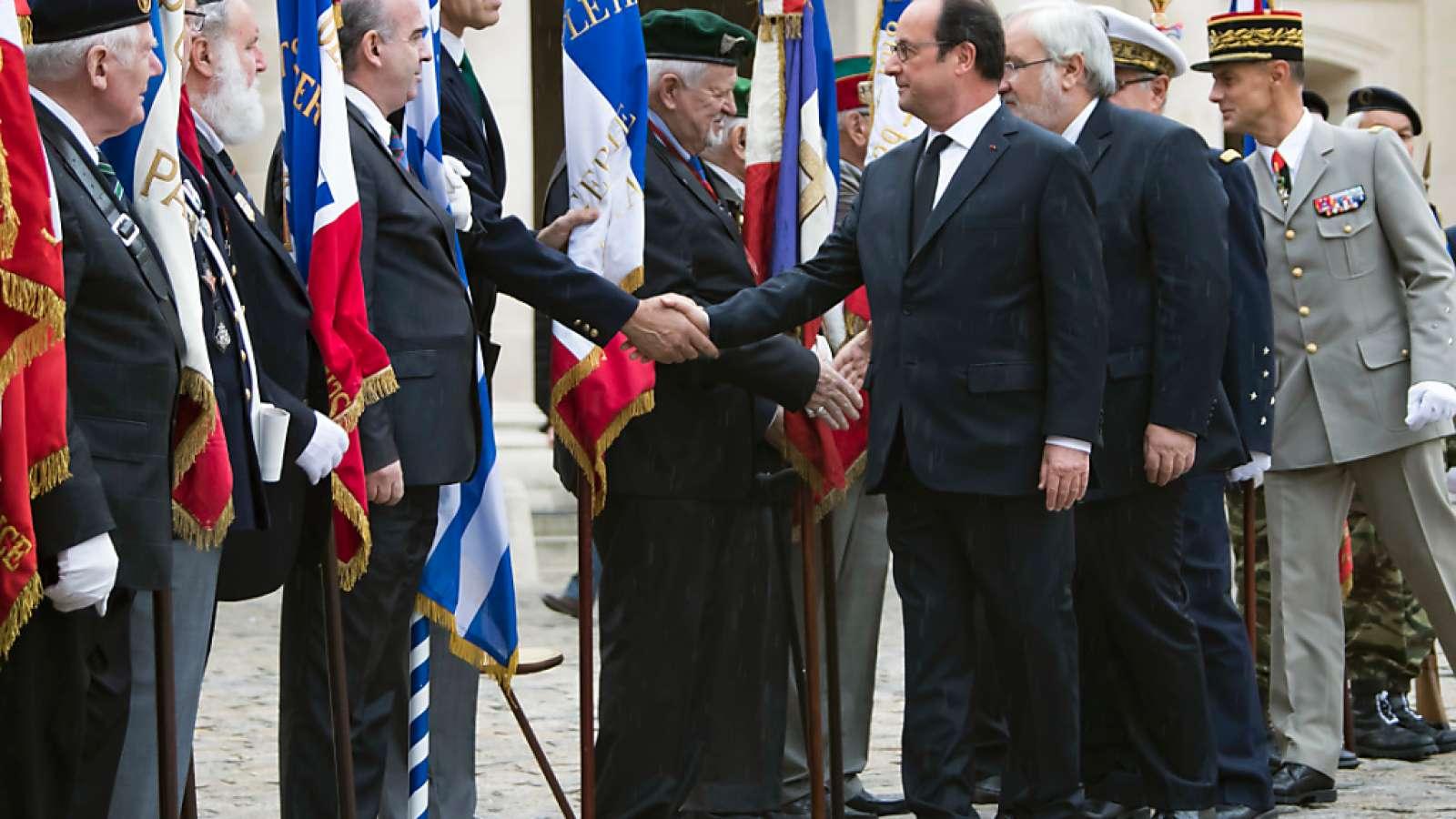 Frankreichs Präsident François Hollande beim Treffen in Paris mit Veteranen des Algerienkriegs